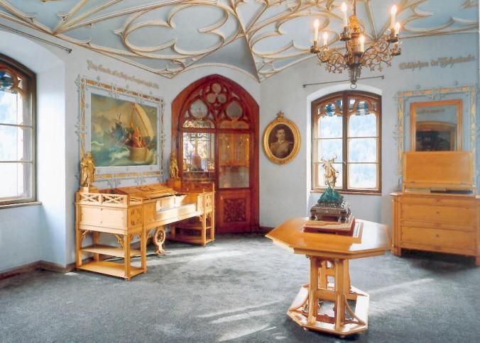 Kings Dressing room from https://www.hohenschwangau.de